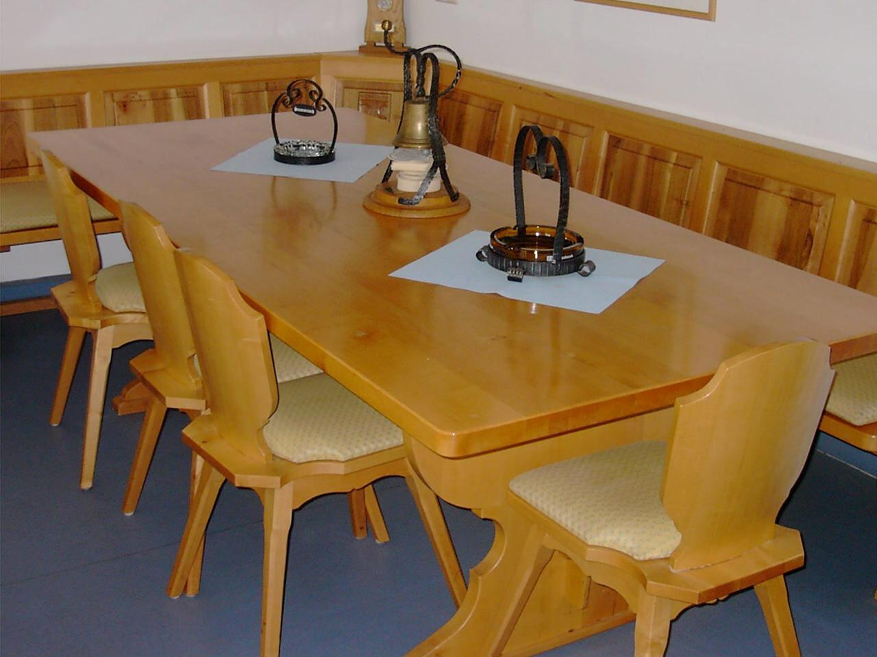 nach Wunsch auch traditionelle Möbel